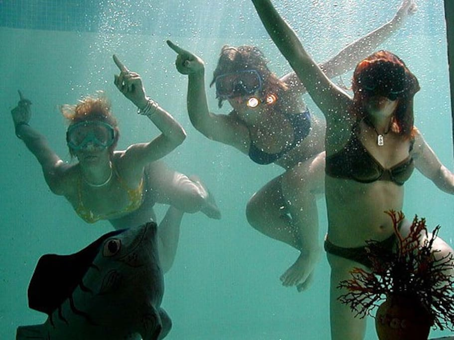 Depuis votre chambre regarder l'intérieur de la piscine!