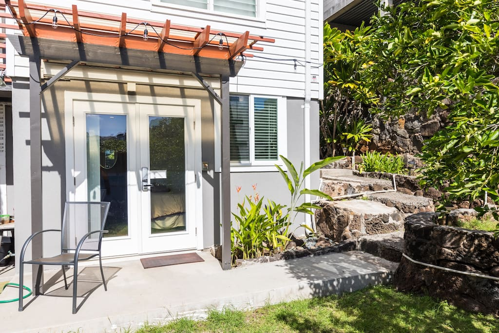 You have your own private entrance located in the backyard.  The unit is secured by a keyless electronic lock, so you don't have to hassle with keys!