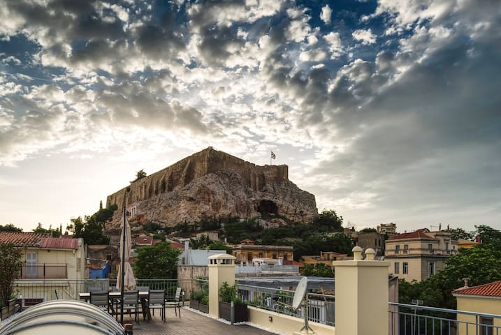 Plaka's Villa with Breathtaking Acropolis View