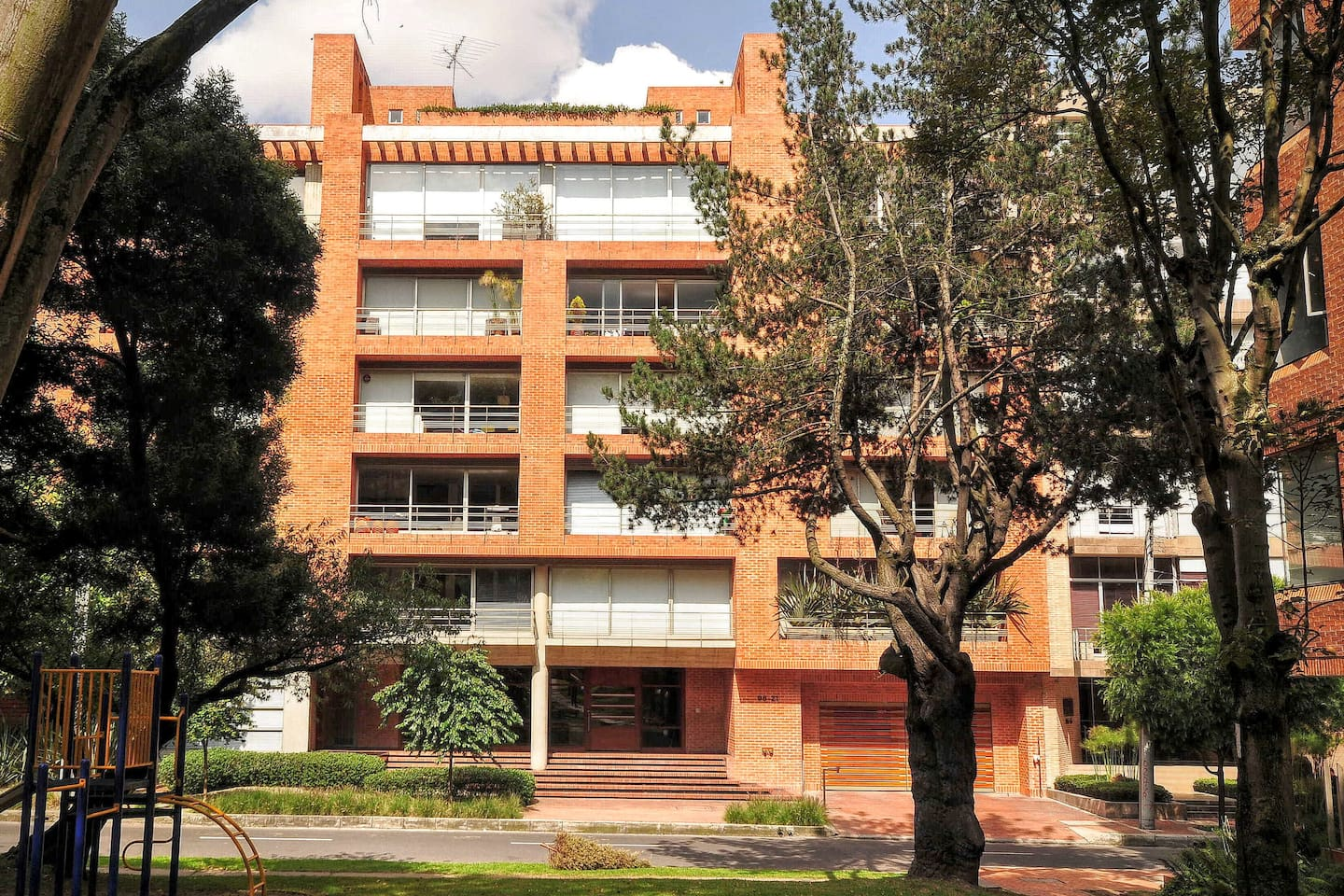 Luxury building in a great residential area
