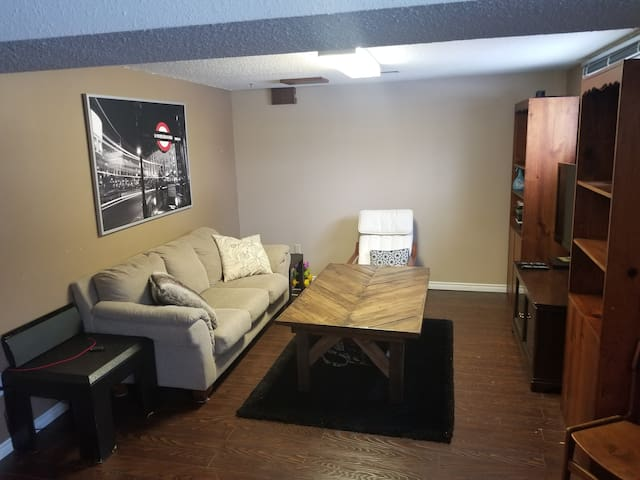 One Bdrm Suite w/ Private Kitchen+Large Livingroom