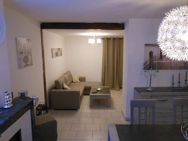 F2 Meublé, calme, en centre ville - Malesherbes - Apartment