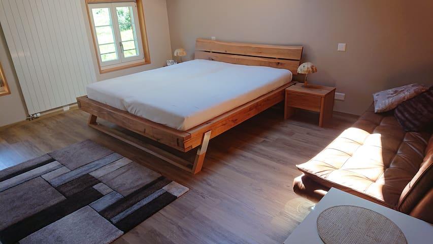 . . . oder im oberen Stock das zweite Schlafzimmer mit Doppelbett und Doppel-Schlafsofa
