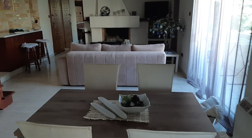 GLYFADA 2floor apartment near the SEA & Bus2metro