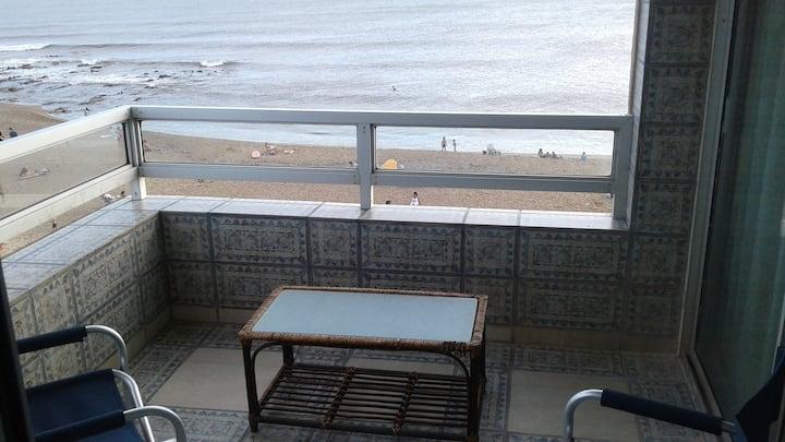 Cómodo apartamento sobre la playa la Balconada.