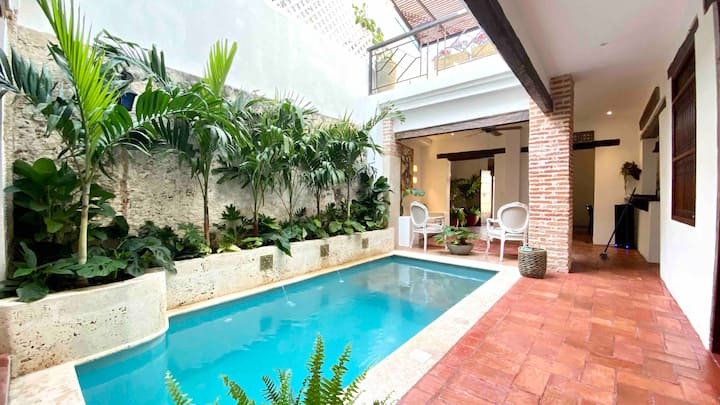 Luxury 5 BR House in Old City with Pool & Jacuzzi