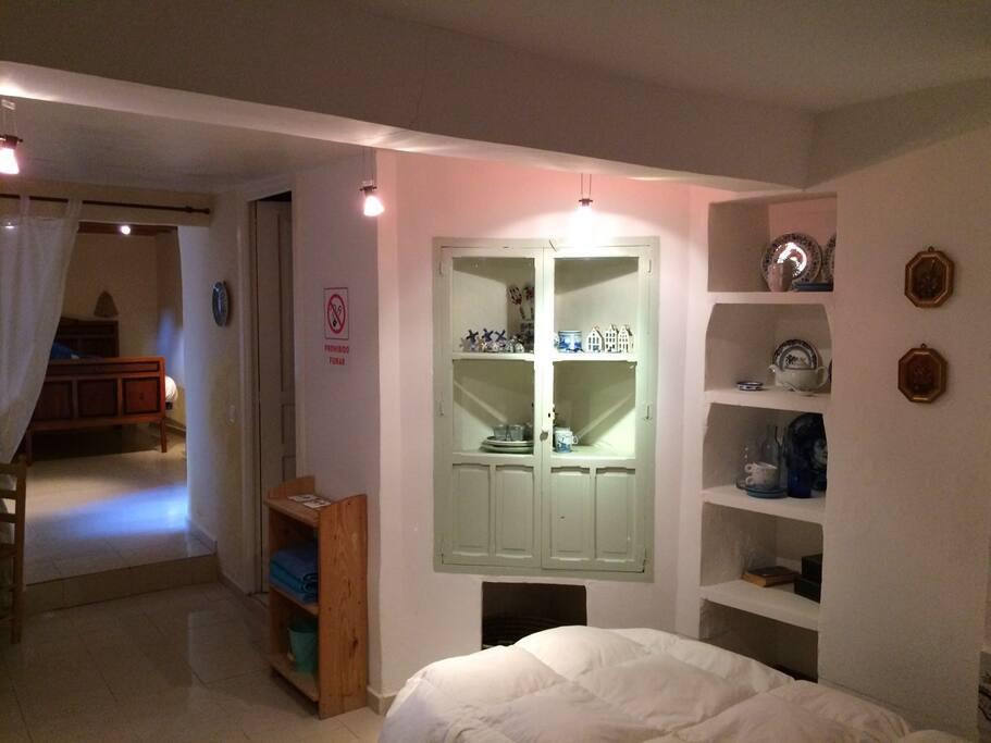 La segunda cama de la habitación sol está ubicada frente a la estancia principal.