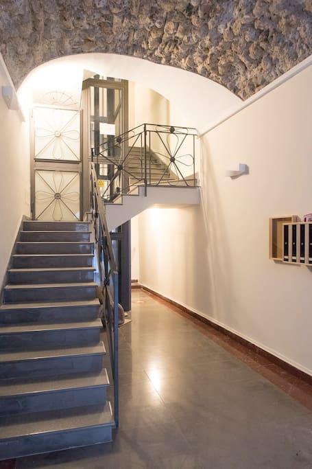 Ingresso palazzo / House entrance
