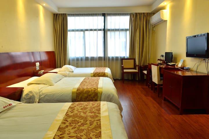 九华山鴻運樓大酒店(离九华山游客服务中心600米)房号-9588