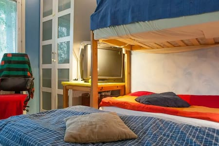 Cozy room by the subway station and the forestpark - 스톡홀름 - 아파트
