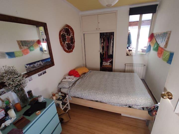 Habitación amplia en casa acogedora Madrid Centro