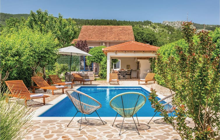 Holiday cottage with 6 bedrooms on 247m² in Prolozac Donji