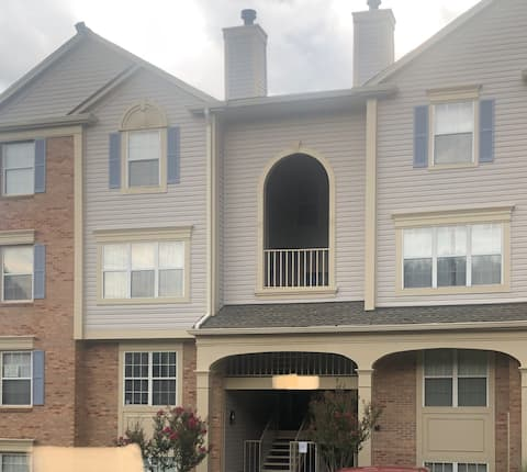 Charming 2 Bedroom by Mosaic District/Falls Church