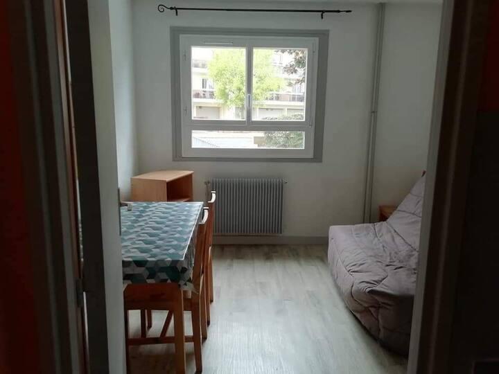 Studio meublé dans résidence calme bd St Marceaux