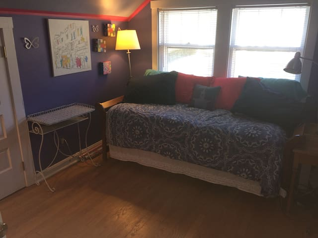 Single Room with Awesome Family - Chicago