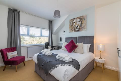 West Bridgford Classy 2bed Flat with parking