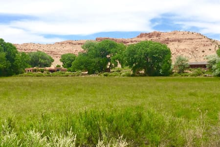 Spectacular Ranch on River, Heart of Abiquiu - Abiquiu - Huis
