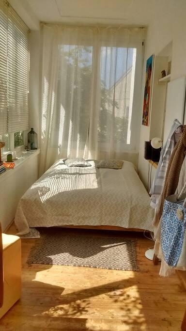 Im Sommer - mein Schlafzimmer im Wintergarten!