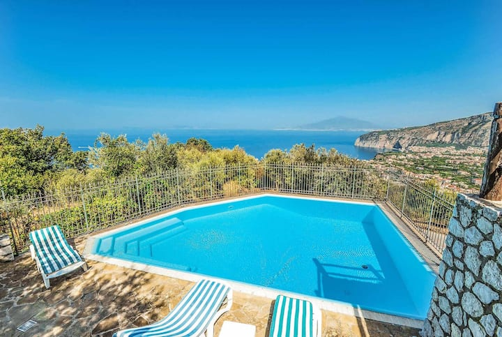 Great villa with stunning views close to sorrento