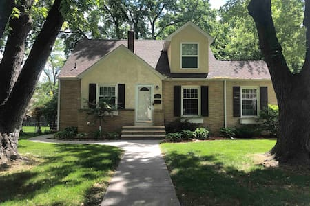 3-Bedroom, 2 bath Home just minutes from Downtown