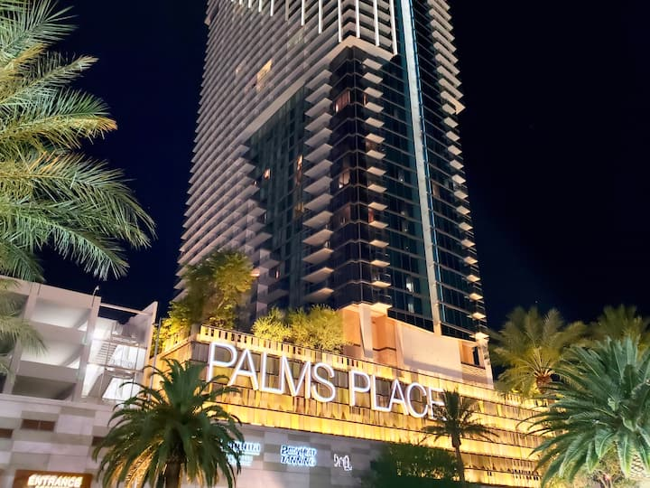 Luxury Palms Place Strip View with Balcony!