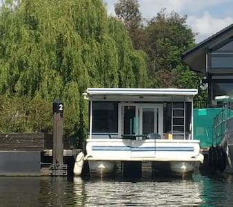 """Luxury American Floating Home at """"Riverscapes"""" - Hampton Court Rd, Greater London - Boot"""