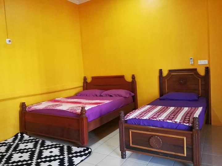 Homestay Alfalah Semporna (Family Room F)