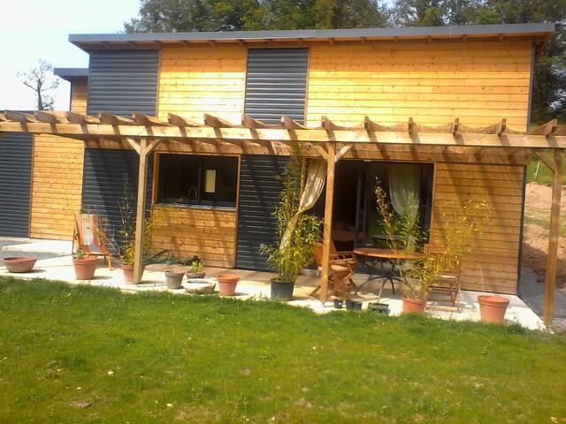 belle chambre dans maison bois prés de Figeac