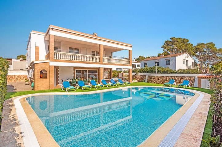 Villa privada con piscina y barbacoa