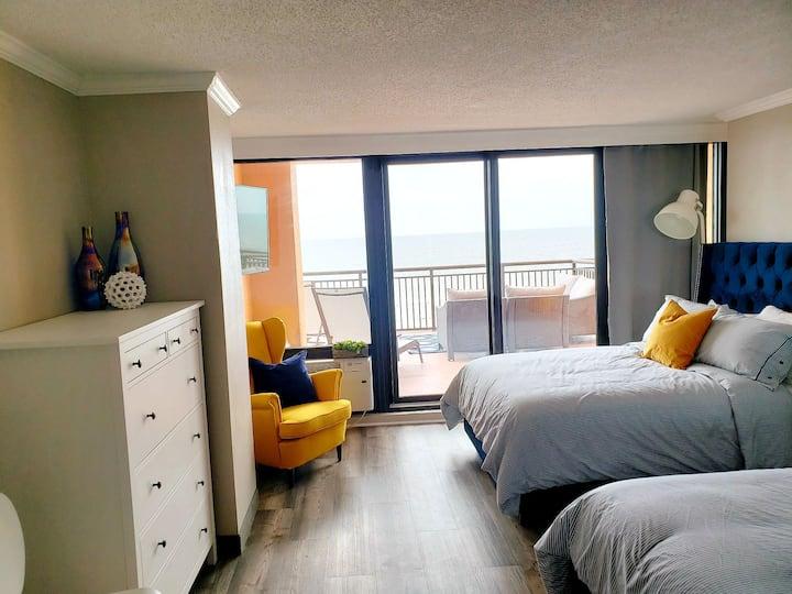 Modern/Oceanfront/ Large terrace/Netflix