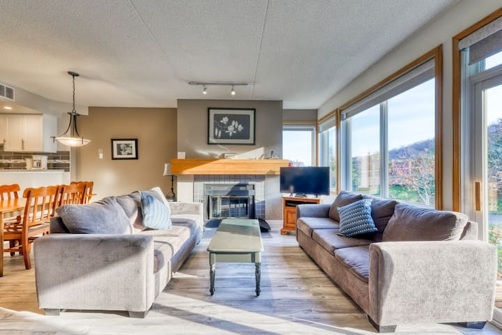 Beautifully-renovated condo in Blue Mountain w/ a fireplace