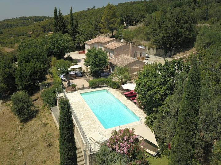Mas Provence verte, piscine, calme pour 15 pers.