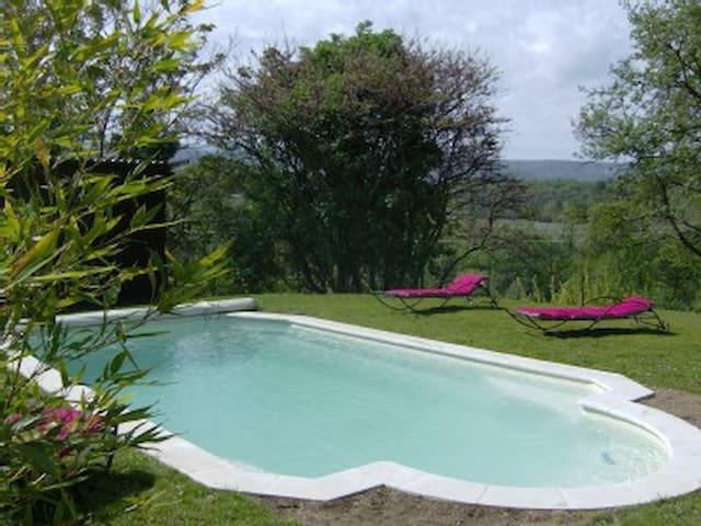 Maison en Campagne face au luberon piscine privèe - Apt - Rumah