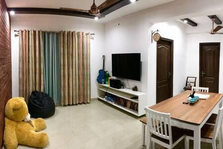 Luxurious Noida Apartment   Fully Furnished 2BHK