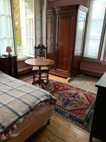 Chambre privé pour 1 personne avec télé incluse
