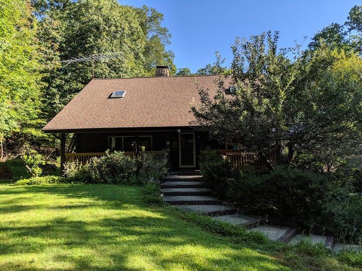 Shawagunk Cabin- Spectacular Log Home Retreat!