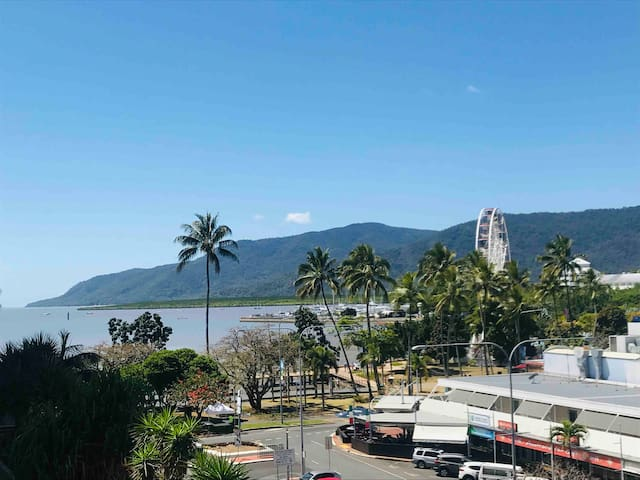 HIGHEST AIRBnB rating *4.95* in Cairns CBD & views