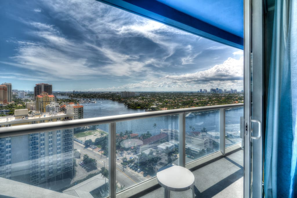 BEAUTIFUL WEST SUNSET VIEWS TOWARD THE INTRACOASTAL AND SUNSET