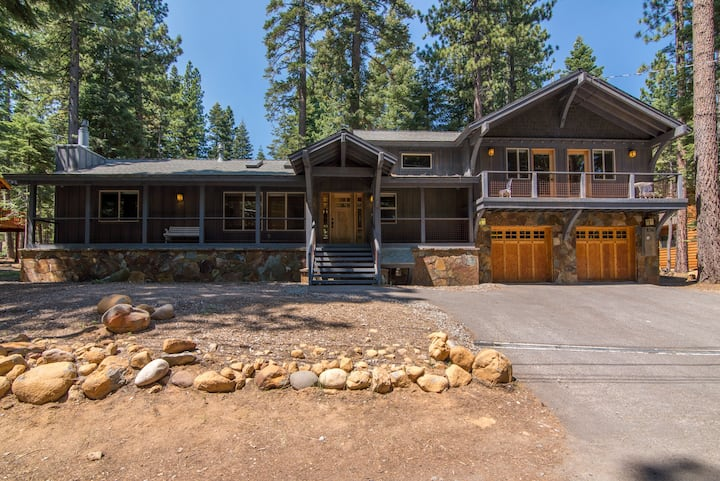 Pet friendly! Hiking and biking right out back door! Minutes from Tahoe City