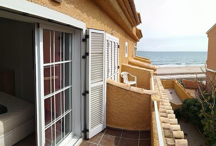Casa adosada en primera línea de playa