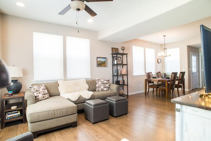 Peaceful Upper Level Retreat in End Unit Townhome