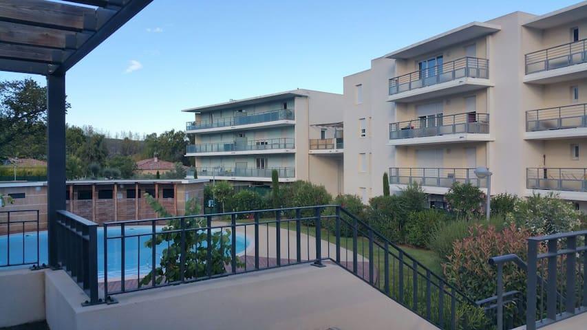 T2 RDJ,  terrasse,résidence privée, piscine   été