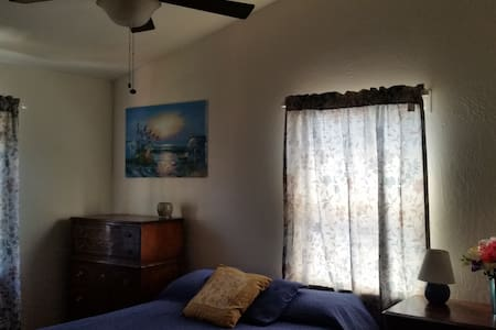 Entire House 3 BR/2 b/ Furnished - Woodland - Hus
