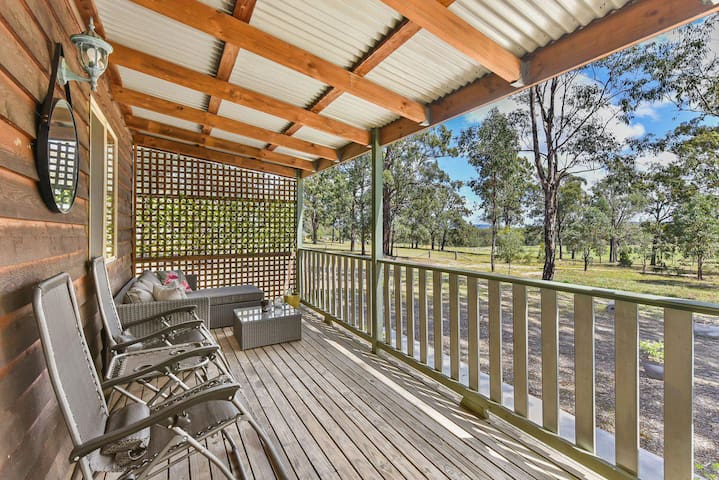 Wallaby Cottage - cute Accom in bushland setting