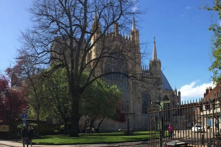 Set a short stroll from York Minster shops & cafes