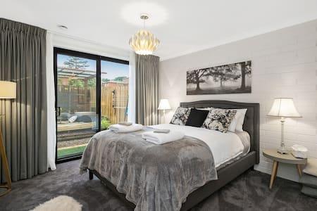 The Snug: NEW 5⭐️ 1 BR with Luxury Bath + Netflix