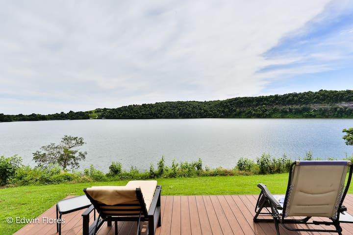 WOW! Waterfront Getaway on Beaver Lake (WiFi - TV)
