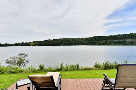 WOW! Waterfront Pad on Beaver Lake (GigB Int & TV)