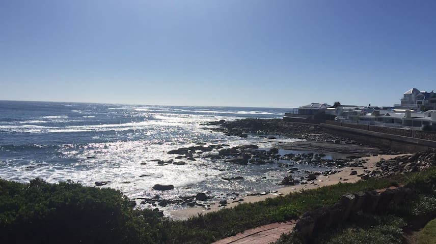 Beautiful Beach Front Apartment - Mossel Bay - Appartement
