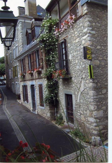 Dolwin dans maison de caractere chambres d 39 h tes for Maison hote pyrenees